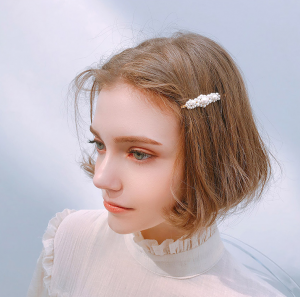 LUXURY FASHION PEARL HAIR CLIP